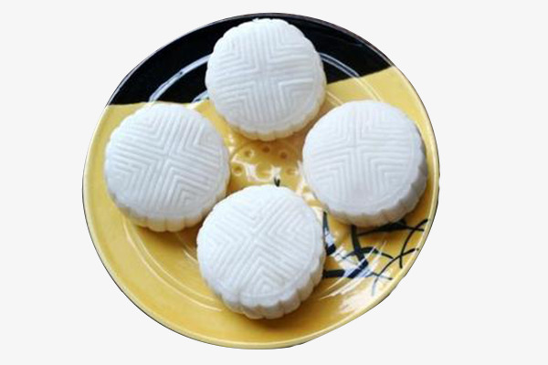 round pastry with white top - 600×400