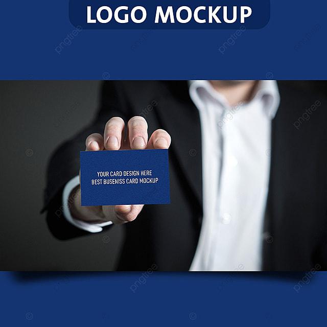 pngtreeにman holding business card mockupテンプレートの無料ダウンロード