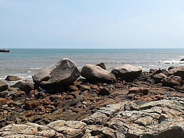 the stones on the seashore of laoshan qingdao